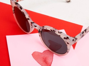 Get the Sunglasses Cateye to remain in love (and style!)
